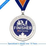 Sport d'ottone antico funzionato abitudine che timbra la medaglia di maratona