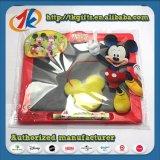 チョークが付いている教育の子供のおもちゃの製図版の黒板