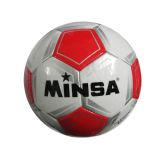 Il ragazzo gioca il gioco del calcio esterno dei giocattoli dei giocattoli di sport (H10492006)