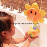 Spruzzo dell'acquazzone dell'acqua dei giocattoli del bagno del bambino del girasole che bagna i giocattoli della fontana della vasca per i regali del capretto
