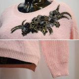 女性ピンクの方法新しい植物相のセーター