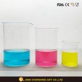 Cubilete de cristal de la química con la graduación para el laboratorio
