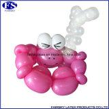 長い魔法の気球をねじる乳液の模倣