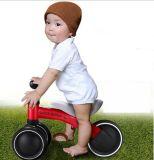 エヴァは振動車の赤ん坊のスクーターのペダルの乗車を動かさない