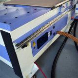 CNC do Woodworking que processa a máquina de madeira do router do CNC da gravura da porta