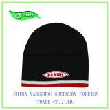 高品質の方法赤くおよび黒い冬のニットの帽子