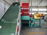 Überschüssiger Gummigummireifen, der Maschine aufbereitet