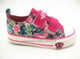 Zapatos de lona vulcanizados de los niños con las flores impresas (ET-LD160204K)