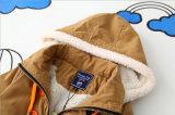 子供の摩耗のための方法ウールそしてフード付きの衣服