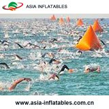 Boa gonfiabile di sport dei Triathlons dell'acqua, facente pubblicità alla boa di galleggiamento
