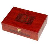 Caja de regalo de madera con lija y pintura