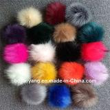 のどのアライグマの毛皮か毛皮のポンポンまたは毛皮の球のポンポン袋のペンダント