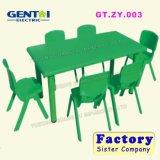 유치원을%s 아름다운 가구 플라스틱 의자 그리고 테이블