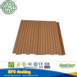 Tuile composée solide de verrouillage facilement installée de Decking de WPC pour le plancher de construction