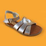 Oro piano dei pattini dei sandali della cinghia dell'inarcamento di modo dei bambini