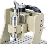 切断CNCのルーター機械を処理する木製の家具を切り分ける