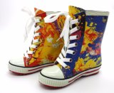 Les gaines de pluie en caoutchouc de mode de gosses lacent vers le haut avec l'impression de couleur