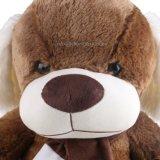 スカーフが付いている大きい抱き締められたプラシ天犬のおもちゃ