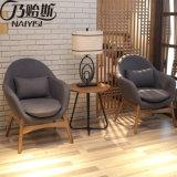 2017 новейшей конструкции цельной древесины стул для гостиной (D25)