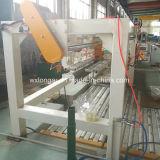 Металлический лист обрабатывал изделие на определенную длину машина