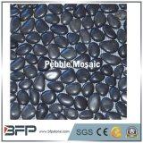 Guijarro negro mosaico de piedra con superficie pulida y diseño de guijarros permanente