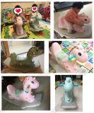 Лошадь новых малышей игрушки тряся лошади детей конструкции пластичных крытых пластичная тряся