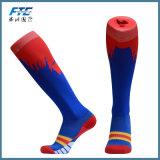 Le football professionnel cogne chaussettes du football de glissade de sports d'hommes d'anti