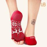 Berufsantibeleg-Yoga-Socke mit der Zehe geöffnet