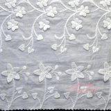 衣服のための花のレースファブリック綿のサリーの刺繍のレース