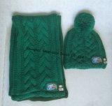 100%Acrylicは暖めるケーブルの北極の羊毛のライニング(JYB352)が付いているスカーフ編む帽子の%の