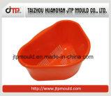 Petit moulage en plastique rouge de panier
