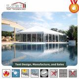 Im Freienhexagon-Zelt mit Glaswänden für kleines Musik-Konzert
