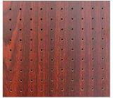 El panel decorativo acústico de la pared de madera de la ranura