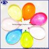 Os balões mágicos dos brinquedos dos miúdos dos balões de água preencheram uma acta