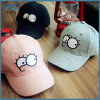 お父さんの帽子の刺繍は野球帽を遊ばす