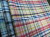 La camisa utilizó la tela teñida de la verificación del hilo de algodón