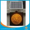 Verde de ahorro de energía del semáforo solar
