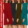 Cuatro fundas largas sin tirantes de las mujeres de los colores ponen en cortocircuito la alineada