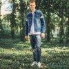 Fashionale schmälerte dünne hellblaue Denim-Umhüllungen mit Drucken durch Fliegen-Jeans