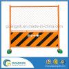 Orange Puder, das temporären Ineinander greifen-Zaun mit Japan-Art beschichtet