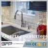 建築材料は台所のための白いカラー人工的な水晶カウンタートップを磨いた
