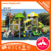 La escuela infantil al aire libre el equipo de la casa de juegos exterior