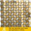 Mosaico de metal dorado y plateado