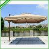フリンジが付いている傘を広告する屋外のペプシのコカ・コーラ浜