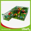 Patio de interior de los niños para los juegos del parque de atracciones