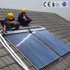 Colector solar con el tubo de vacío, la pipa de calor y el múltiple