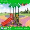 Campo de jogos ao ar livre do equipamento do parque de diversões das crianças