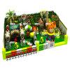 Patio colorido del parque de atracciones de la casa de árbol en el descuento