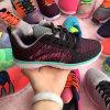 編まれる大きい販売学生はスニーカーの履物の靴を遊ばす