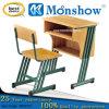 Mesa de madeira dura do estudante com as cadeiras para a mobília de escola